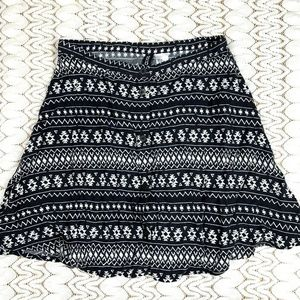 H&M Divided Women's Skirt 2 Black Southwest Print